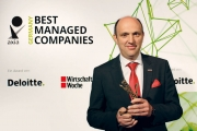 Томас Эшей с наградой Axia Best Managed Companies Award
